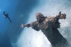ქრისტეს გასაოცარი წყალქვეშა ქანდაკება