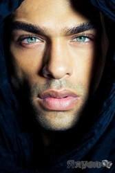 ცისფერი თვალი – მეცნიერებმა დაადგინეს, რომ თვალის ლურჯი ფერი ათასწლეულების წინ ერთადერთი წინაპრისგან წამოვიდა