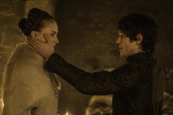 'Game of Thrones' – პოპულარობის დასასრული? ძალადობის სცენამ ახალ სერიაში ფანების აღშფოთება გამოიწვია