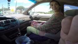 შოკისმომგვრელი ვიდეო – ქალმა ბავშვი მანქანაში გააჩინა!