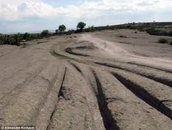 12 მილიონი წლის წინანდელი ტანკების ბორბლების ნაკვალევი ფრიგიის ველზე, თურქეთი