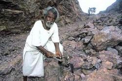 ჩვენი დროის სასწაული – ინდოელმა კაცმა კლდეში 110 მეტრიანი გზა გათხარა… მარტომ!