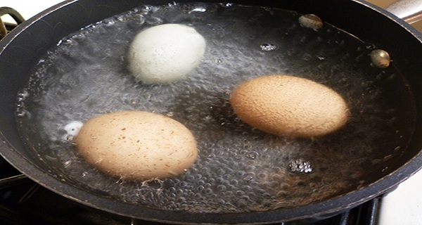 HERE-IS-HOW-TO-TREAT-SINUSES-WITH-A-BOILED-EGG