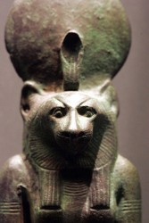 საინტერესო: ვინ იყო ქალღმერთი ბასტეტი? ეგვიპტეში აღმოჩენილი კატა ქალღმერთის ტაძარი